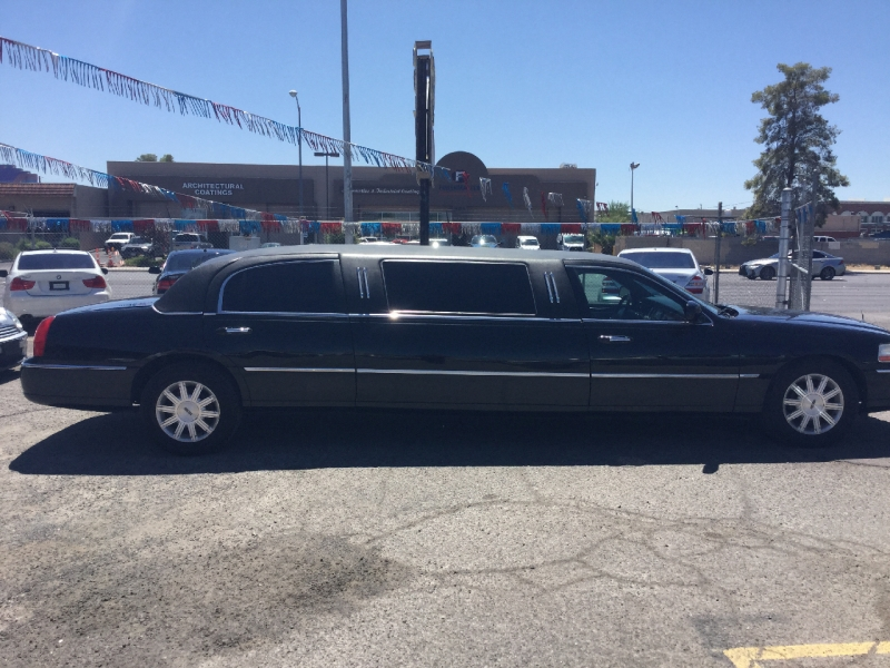 Lincoln Town Car 2011 price $7,495