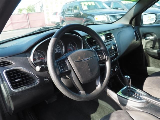 Chrysler 200 2014 price $4,995