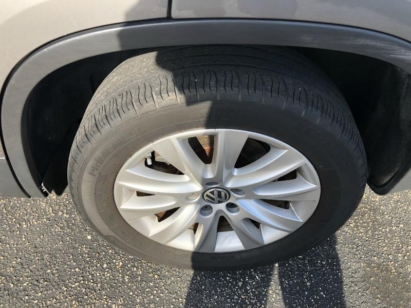 Volkswagen Tiguan 2011 price $4,994