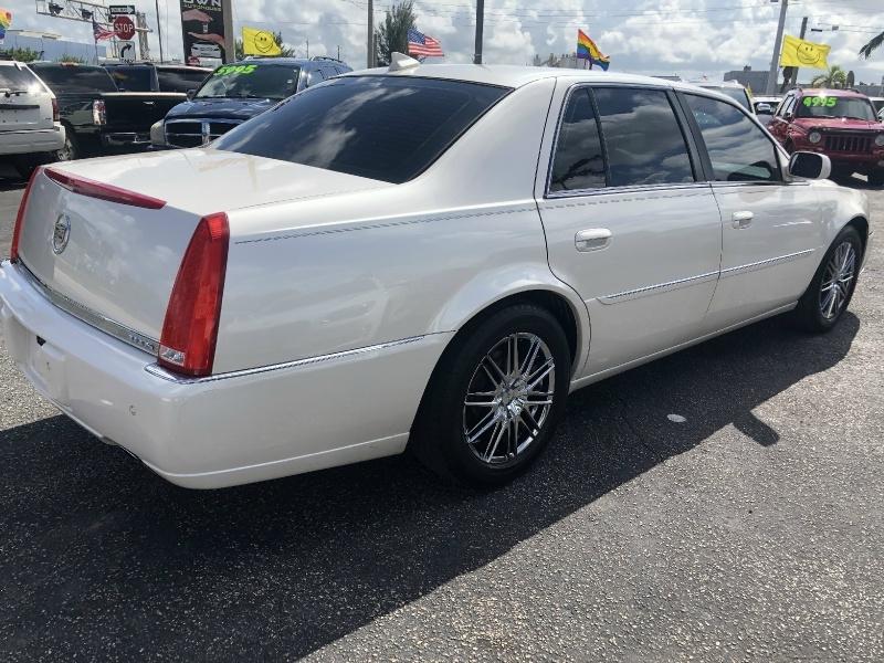 Cadillac DTS 2010 price $6,495