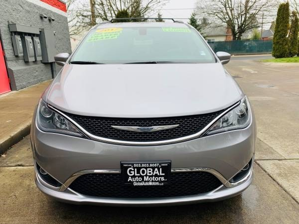Chrysler Pacifica 2017 price $24,900