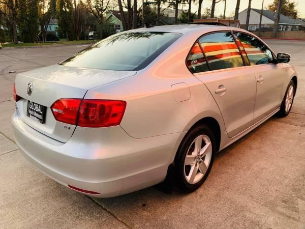 Volkswagen Jetta Sedan 2011 price $10,900