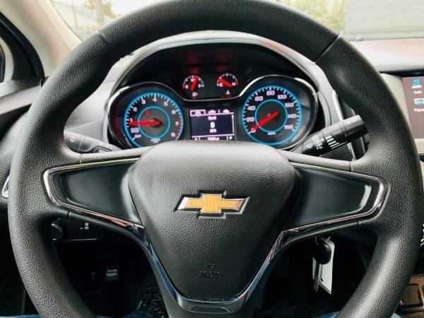 Chevrolet Cruze 2017 price $13,900