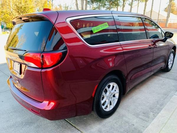 Chrysler Pacifica 2017 price $17,900