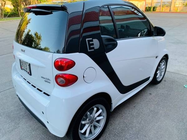 Smart fortwo electric drive 2015 price $6,900