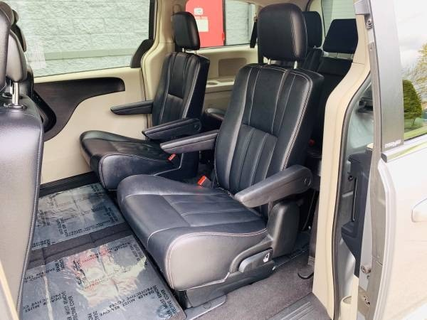 Chrysler Town & Country 2014 price $10,900