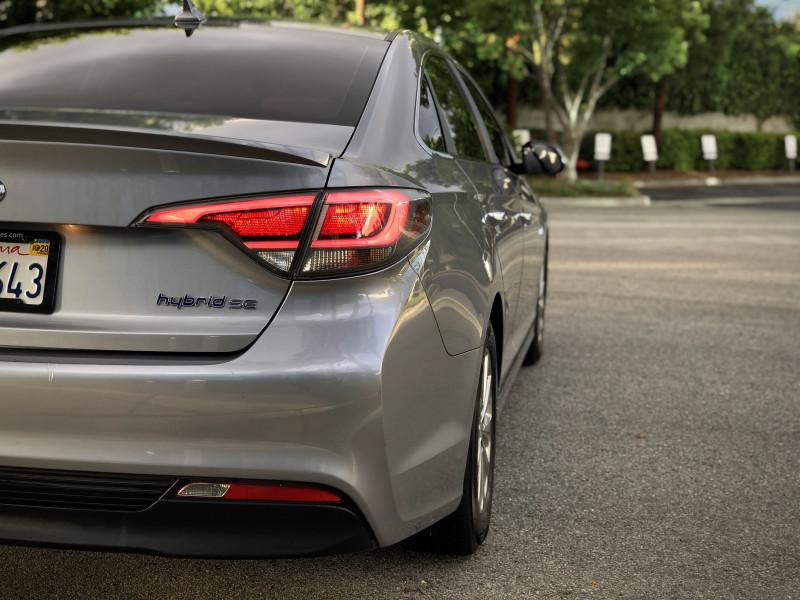 Hyundai Sonata Hybrid 2016 price $9,490