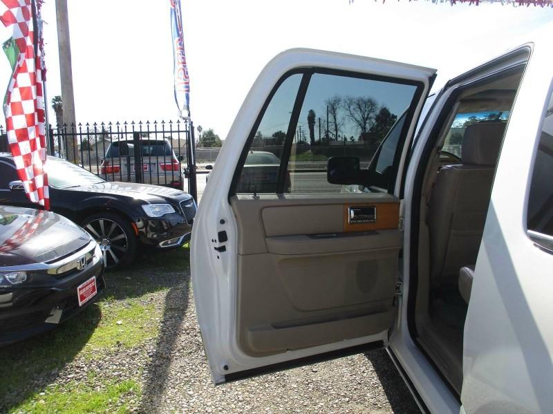 Lincoln Navigator L 2007 price $7,499