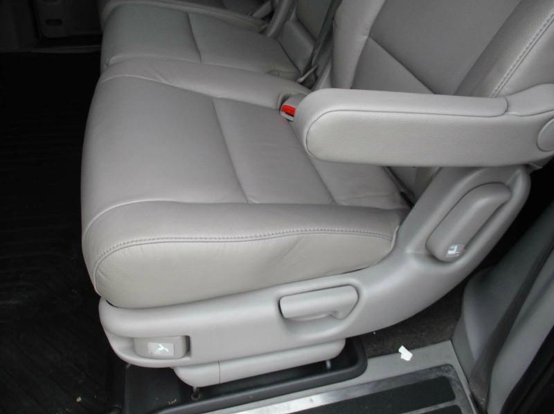 Honda Odyssey 2011 price $13,999