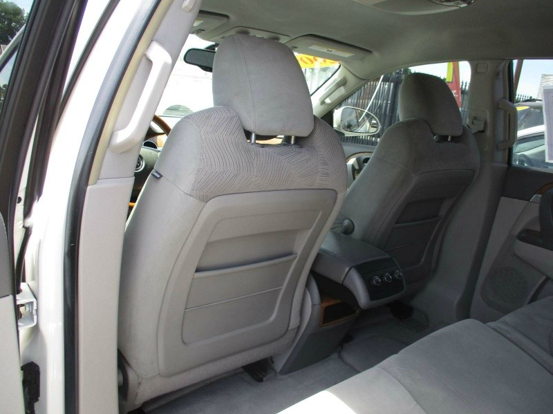 Buick Enclave 2009 price $8,999
