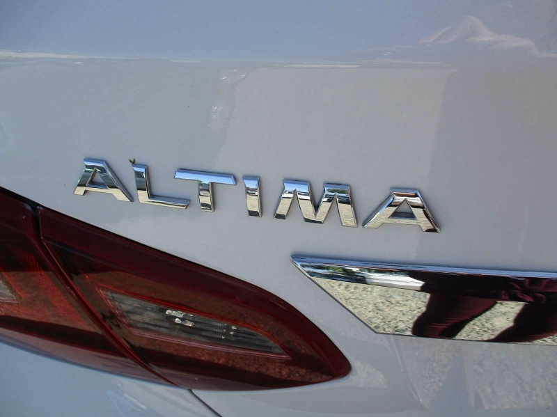 Nissan Altima 2018 price $17,999