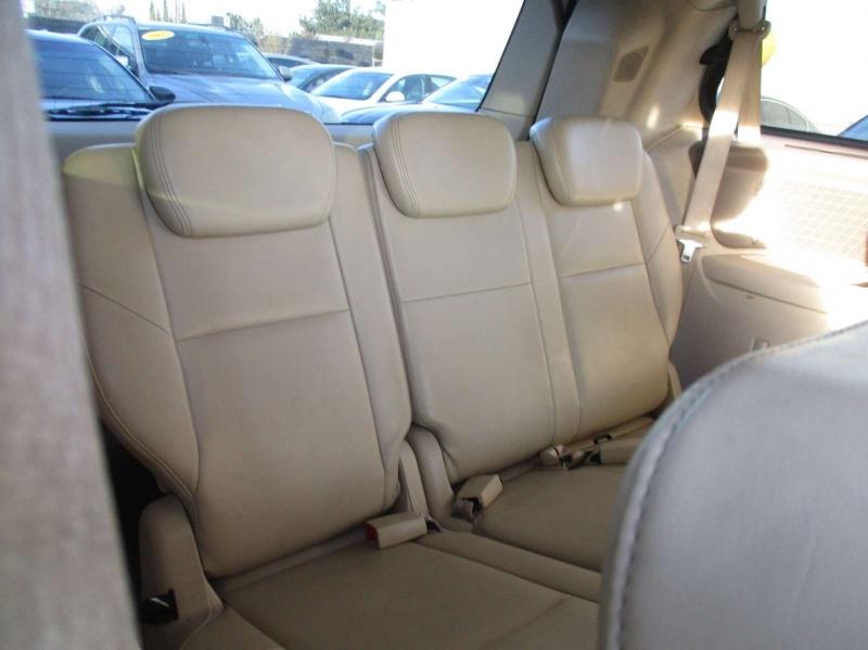 Volkswagen Routan 2010 price $6,499