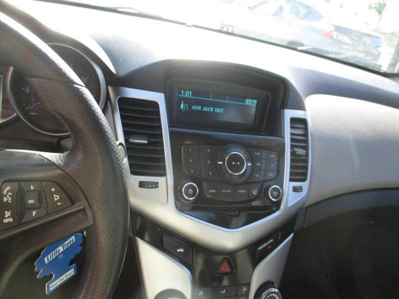 Chevrolet Cruze 2015 price $8,999