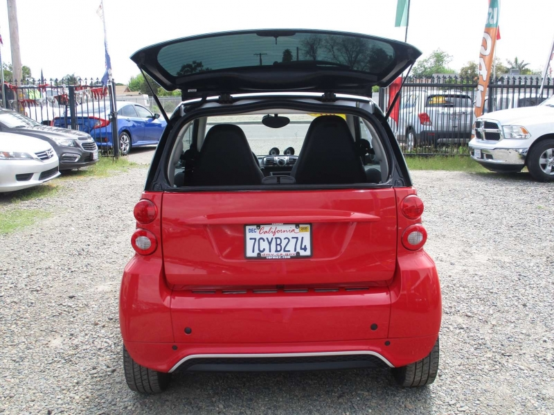 Smart fortwo 2013 price $7,999