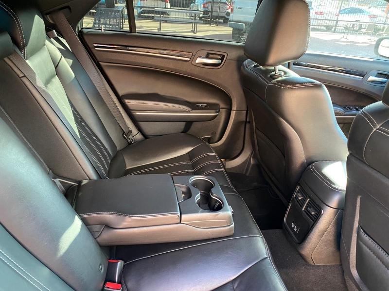 Chrysler 300 2019 price $21,995