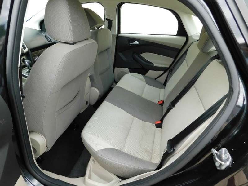 Ford Focus 2013 price $1,500Down