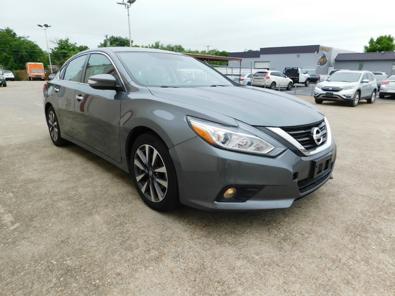 Nissan Altima 2017 price $1,500Down