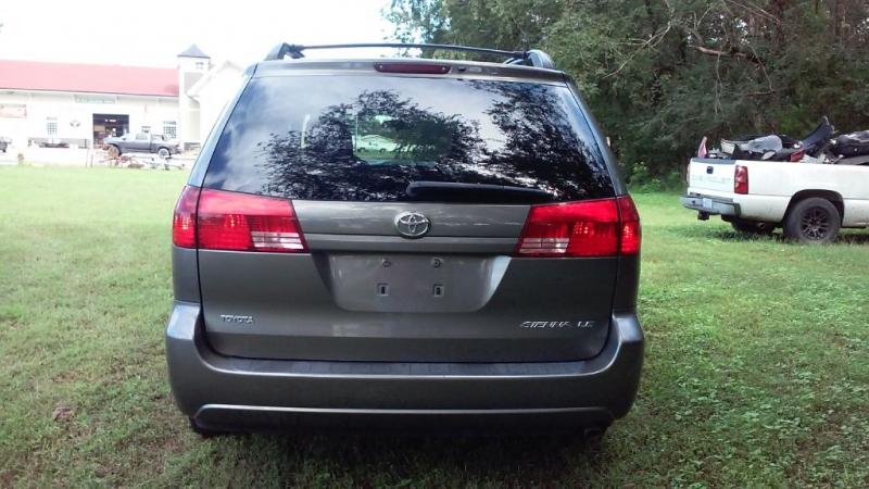 Toyota SIENNA 2004 price $3,999