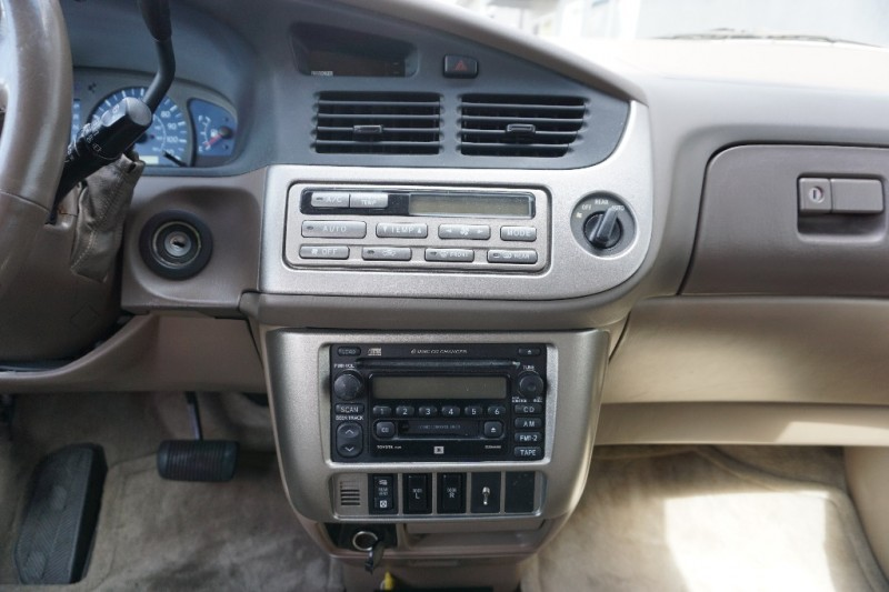 Toyota Sienna 2002 price $3,950