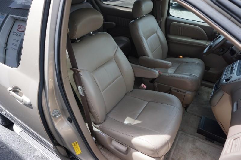 Toyota Sienna 2002 price $4,950