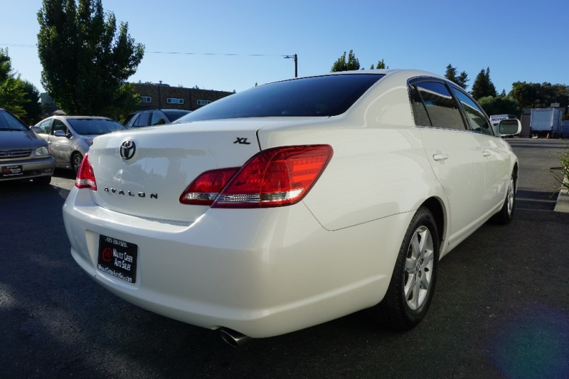 Toyota Avalon 2005 price $7,950