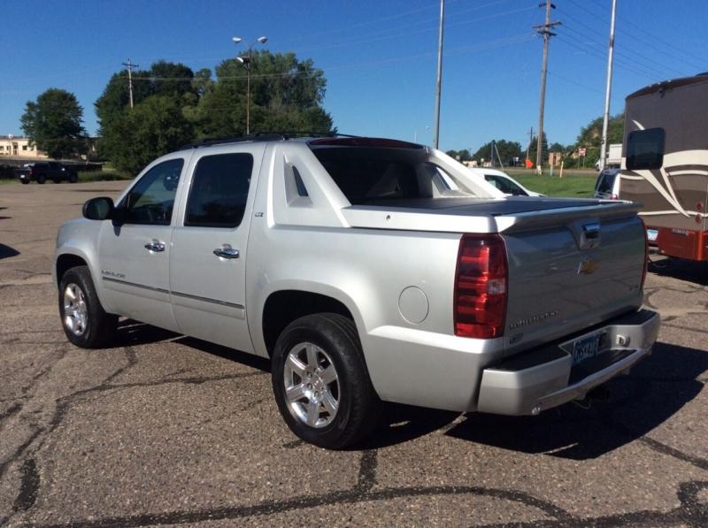 Chevrolet Avalanche 2011 price $11,995