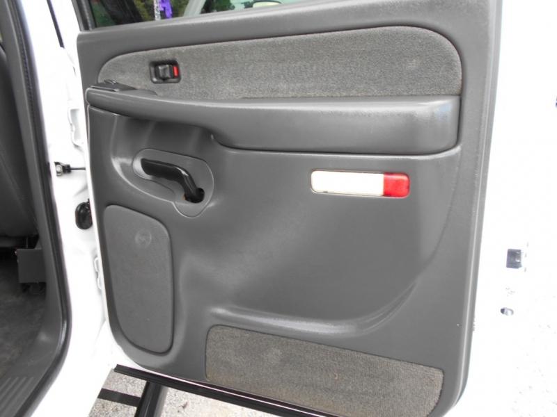 Chevrolet Silverado 2500HD 2003 price $16,999