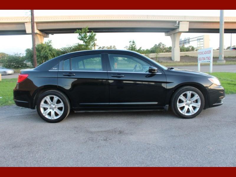 Chrysler 200 2013 price $4,200