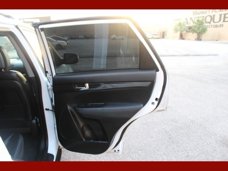 Kia Sorento 2011 price $6,000