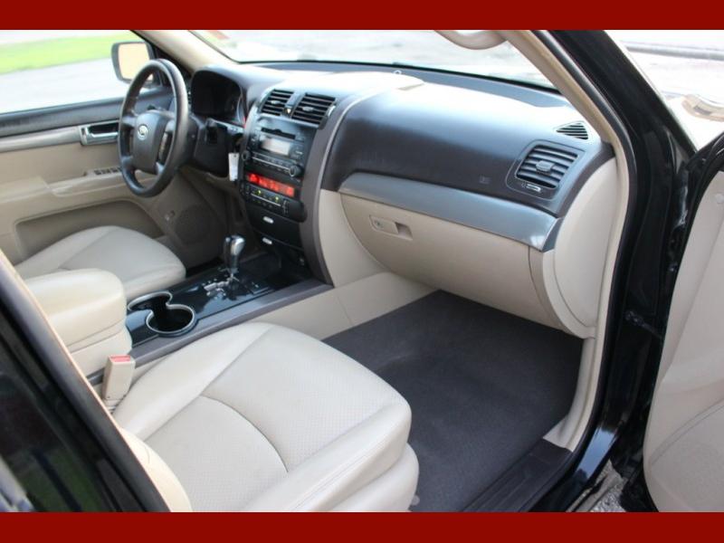 Kia Borrego 2009 price $4,500