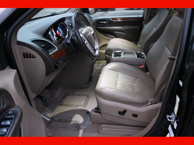 Chrysler Town & Country 2014 price $6,599