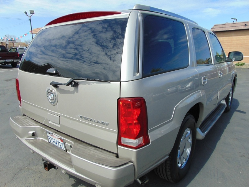 Cadillac Escalade 2005 price $4,695