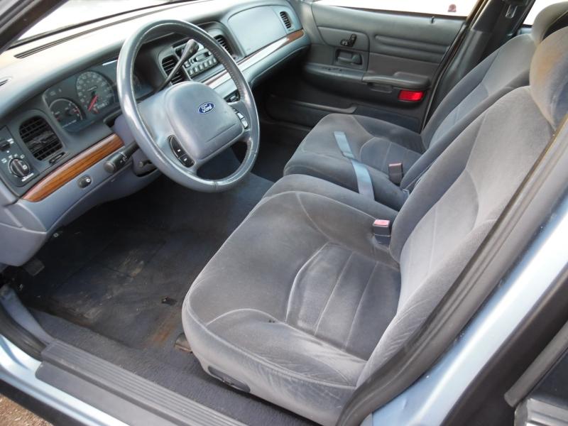 Ford Crown Victoria 2001 price $3,999 Cash