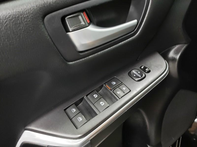 Toyota Camry Hybrid 2015 price $16,850
