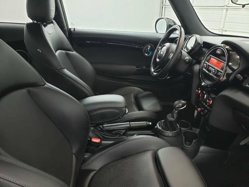 Mini Cooper Hardtop 2015 price $15,750