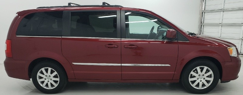 Chrysler Town & Country 2016 price $13,550