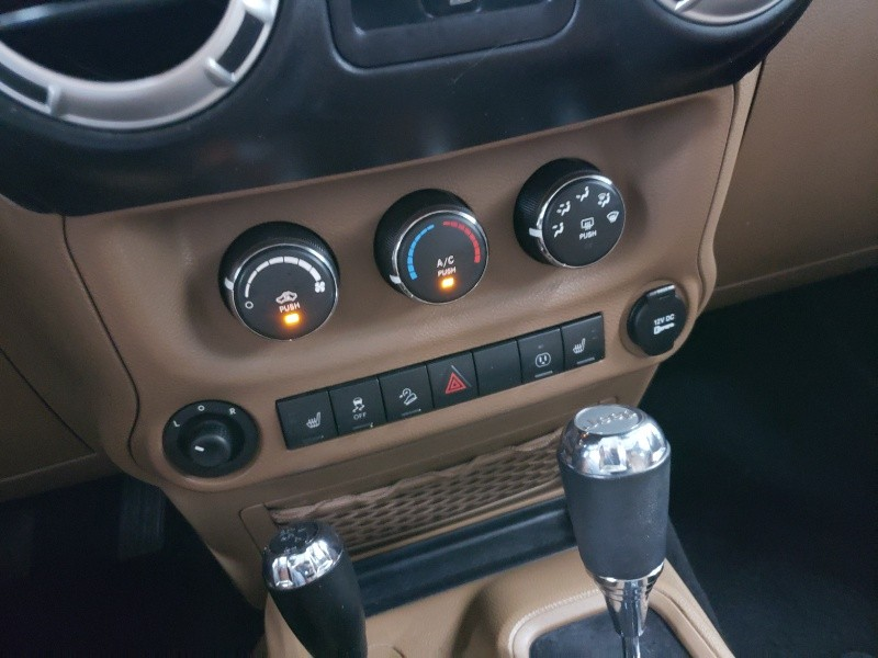 Jeep Wrangler Unlimited 2015 price $27,100