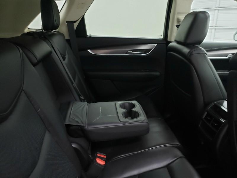 Cadillac XT5 2017 price $27,200