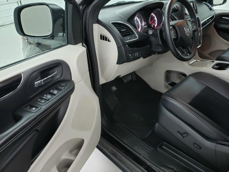 Dodge Grand Caravan 2018 price $15,800