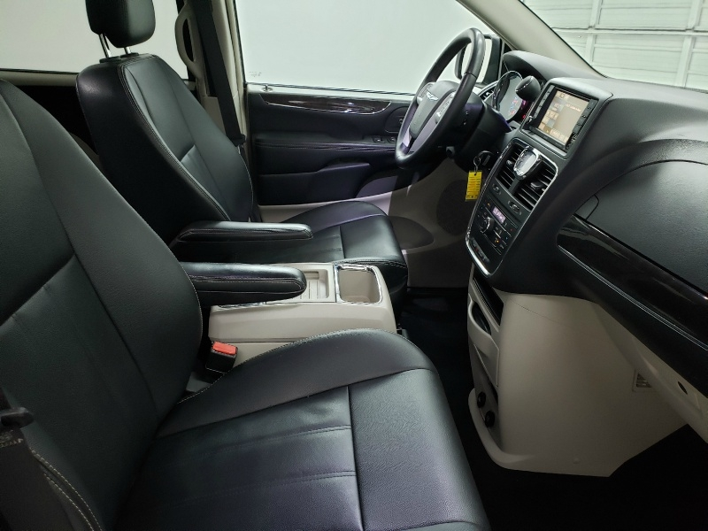 Chrysler Town & Country 2016 price $13,400