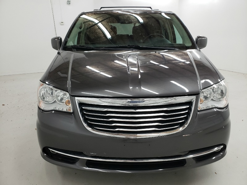 Chrysler Town & Country 2016 price $13,000