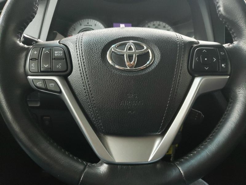 Toyota Sienna 2015 price $18,450
