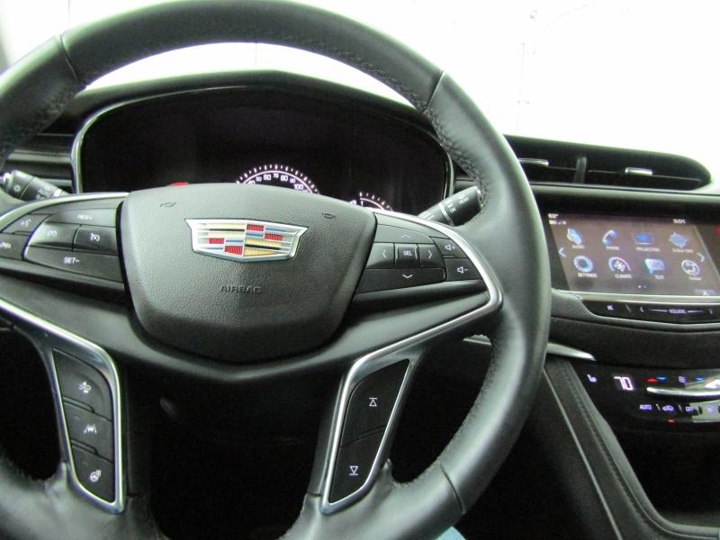 Cadillac XT5 2018 price $23,200