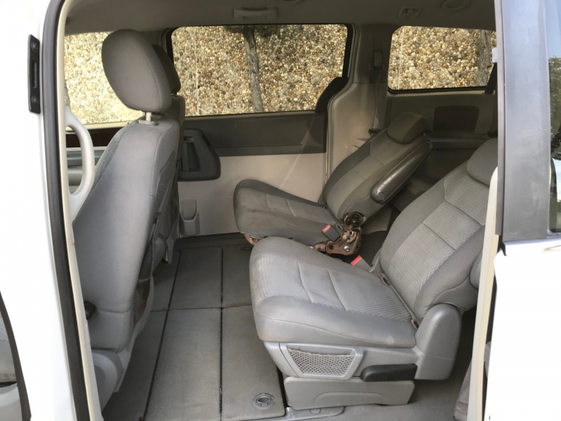 CHRYSLER TOWN & COUNTRY 2010 price $4,400