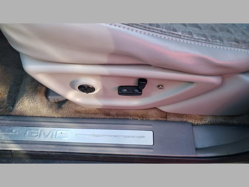 GMC ENVOY 2005 price $2,995