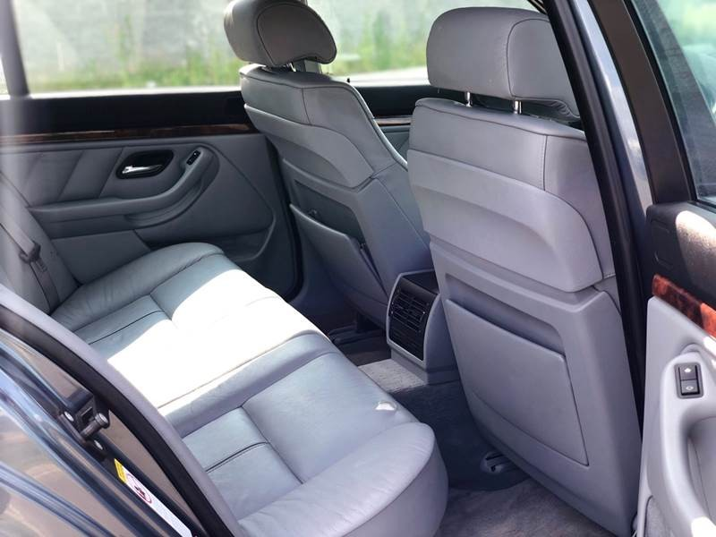 BMW 5 Series 2000 price $3,997