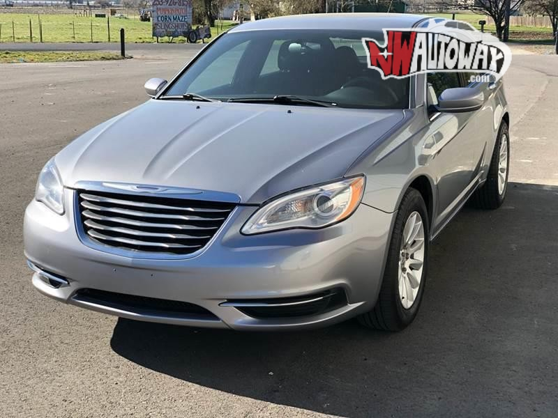 Chrysler 200 2014 price $7,797
