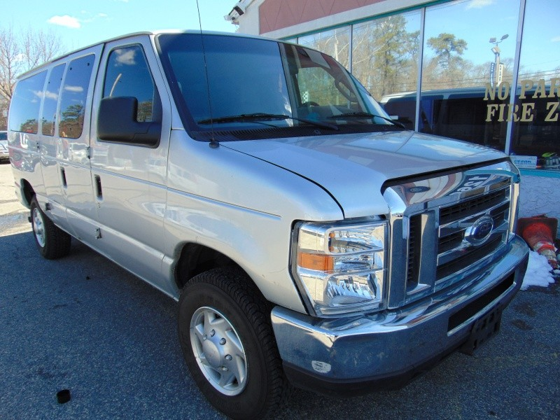 2006 Ford Econoline Wagon