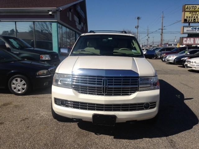 Lincoln Navigator 2007 price $8,988
