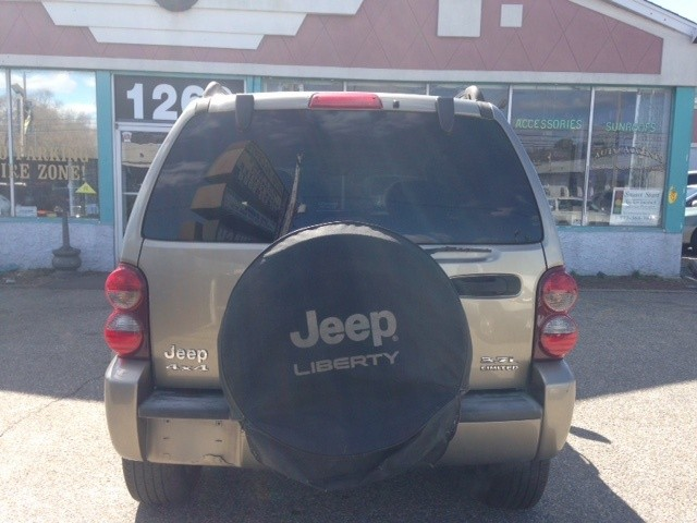 Jeep Liberty 2005 price $2,988